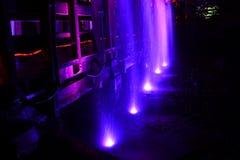 Ponte e cachoeira iluminadas Imagem de Stock Royalty Free