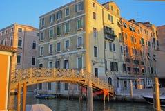 Ponte e Camere del ghetto veneziano immagine stock