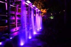 Ponte e cascata illuminati Immagine Stock Libera da Diritti