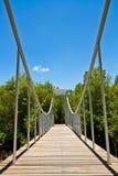 Ponte e cielo blu bianchi di legno Immagini Stock Libere da Diritti