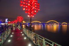 Ponte e Dragon River Bridge Rong Bridge do amor no Da Nang fotografia de stock