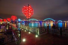 Ponte e Dragon River Bridge Rong Bridge do amor no Da Nang imagem de stock royalty free