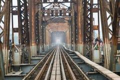 Ponte e estrada de ferro longas de Bien em Hanoi 2018 imagem de stock