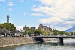 Ponte e fiume dello streetscape del Giappone Kagoshima fotografia stock