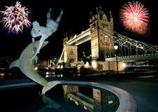 Ponte e fogos-de-artifício da torre. imagem de stock royalty free
