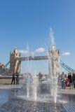 Ponte e fontes da torre Fotos de Stock Royalty Free