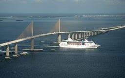 Ponte e navio de cruzeiros de SkyWay fotografia de stock royalty free
