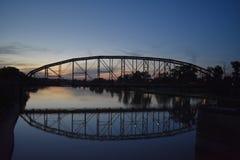 Ponte e reflexão em Waco Texas em maio de 2018 foto de stock royalty free