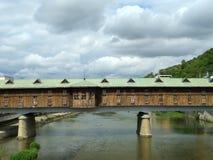 Ponte e rio velhos fotos de stock