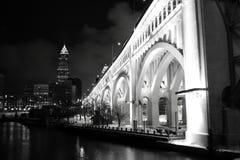 Ponte e skyline Fotografia de Stock Royalty Free