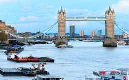 Ponte e Tamisa da torre Imagem de Stock Royalty Free