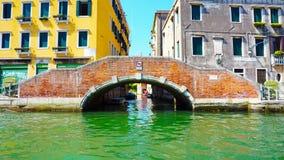 Ponte ed acqua di Burano fotografia stock