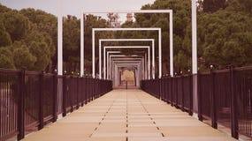 Ponte em um parque Ponto de desaparecimento Fotografia de Stock Royalty Free