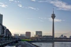 Ponte Europa Trave della città della Germania del paesaggio di Dsseldorf Fernsehturm Immagine Stock
