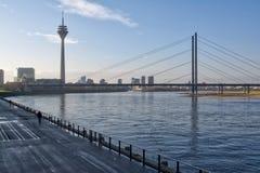 Ponte Europa Trave della città della Germania del paesaggio di Dsseldorf Fernsehturm Fotografie Stock Libere da Diritti