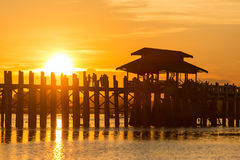 Ponte famosa de U-Bein em Amarapura perto de Mandalay Imagem de Stock