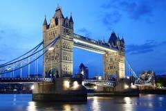 Ponte famosa na noite, Londres da torre, Reino Unido Foto de Stock