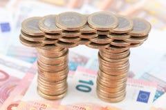 Ponte fatto delle monete Immagini Stock Libere da Diritti