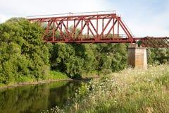 Ponte ferroviario attraverso il fiume Immagine Stock