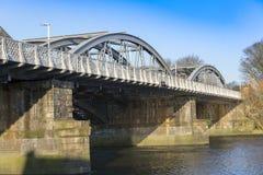 Ponte ferroviario di Barnes, sopra il Tamigi, Londra, Regno Unito Fotografia Stock