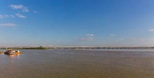 Ponte ferroviario, fiume di Irrawaddy a Mandalay, Myanmar immagini stock libere da diritti