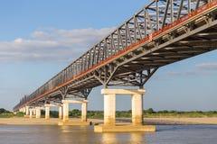 Ponte ferroviario, fiume di Irrawaddy a Mandalay, Myanmar fotografia stock