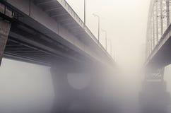 Ponte ferroviario nella nebbia Fotografia Stock Libera da Diritti