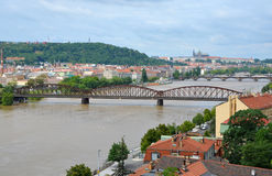 Ponte ferroviario sopra il fiume della Moldava Fotografia Stock Libera da Diritti