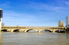 Ponte ferroviario sopra la Senna a Parigi Fotografia Stock