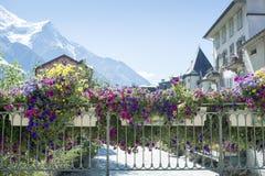 Ponte fiorito di Chamonix-Mont-Blanc Fotografie Stock Libere da Diritti