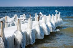 Ponte gelada na perspectiva do mar no tempo claro dentro Imagem de Stock Royalty Free