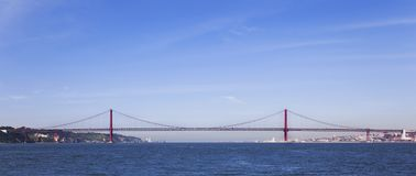 Ponte 25 het profiel van DE Abril Bridge in Lissabon, Portugal Royalty-vrije Stock Foto
