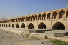 A ponte histórica de Siosepol ou ponte de Allahverdi Khan em Isfa fotografia de stock