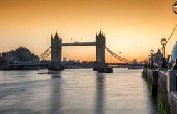 A ponte icónica da torre em Londres imagens de stock
