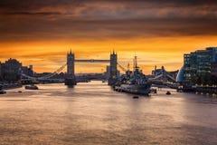 A ponte icónica da torre em Londres, Reino Unido fotos de stock