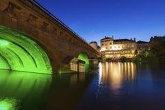 Ponte illuminato a Metz alla notte immagini stock