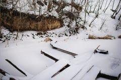 Ponte innevato che conduce al pilastro di pesca Fotografia Stock