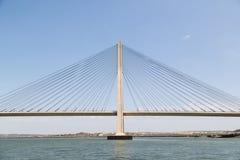 Ponte internacional, ligando Portugal e a Espanha sobre o rio de Guadiana Foto de Stock Royalty Free