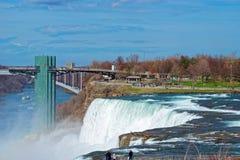 Ponte internazionale dell'arcobaleno sopra la gola del fiume Niagara Fotografie Stock Libere da Diritti