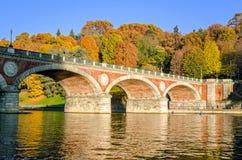 Ponte Isabella de Turin (Torino) e rio Po fotografia de stock