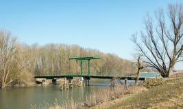 Ponte levadiça velha na reserva natural holandesa Imagens de Stock Royalty Free