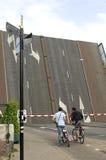Ponte levadiça Willemsbrug em Amsterdão, Países Baixos imagem de stock