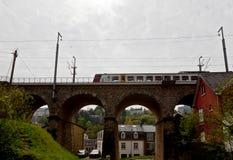 Ponte Luxemburgo do trem imagens de stock