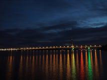A ponte a mais longa nas luzes na noite Imagem de Stock Royalty Free