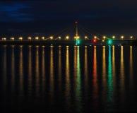 A ponte a mais longa nas luzes na noite Fotos de Stock
