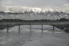 Ponte a mais longa velha disparada na fotografia preto e branco Imagem de Stock