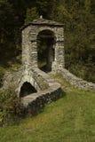 Ponte medievale Ponte del Diavolo, ponte dell'inferno, Lanzo, sul fiume di Stura immagine stock libera da diritti