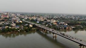 Ponte memorável no cais do rio de Que Huong imagens de stock