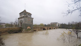 Ponte Milvio unter dem Regen Stockfotografie