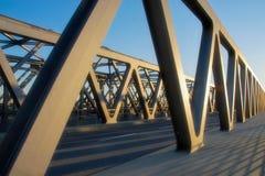 Ponte moderna do ferro na perspectiva imagens de stock royalty free
